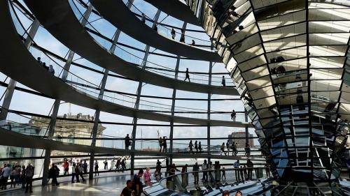 Wandelen in de glazen koepel van de Rijksdag is heel bijzondert
