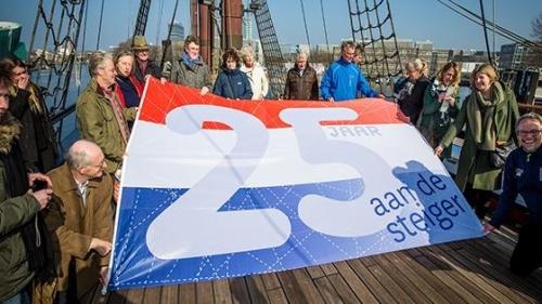 VOC Amsterdam 25 jaar aan de steiger bij Scheepvaartmuseum