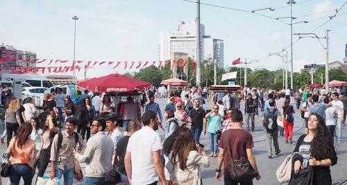 Taksim-plein het bruisende middelpunt van de wijk